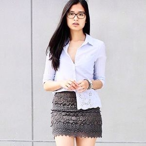 American Eagle Outfitters Gray Lace Skirt Size 8